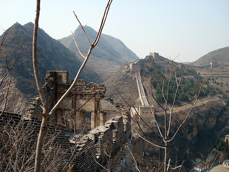 File:Great Wall at Simatai overlooking gorge.jpg