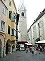 Große Lauben weisser Turm Brixen.jpg