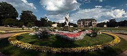 """Escultura de mármol de Pietro Balestra """"El tiempo roba la belleza"""", delante del palacete del Großer Garten"""