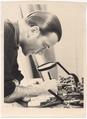 Hainer Hill bei der Arbeit (um 1956).tif