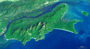 Hinchinbrook Island - Hinchinbrook Island looking west (i-cubed Landsat 7).
