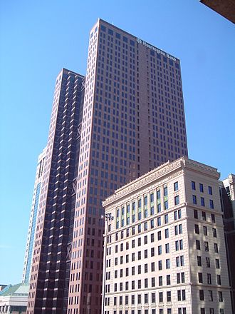 Huntington Bancshares - The Huntington National Bank Building (foreground, 1926) and the Huntington Center (background, 1984) in downtown Columbus, Ohio