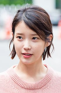 "IU going to ""Yoo Hee-yeol's Sketchbook"", 25 April 2017.jpg"