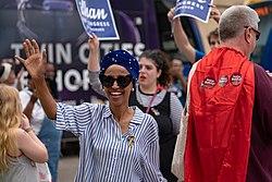 הפוליטקאים האמרקאים האנטשמים והגעזנים ששונאים יהודים וישראל והכי מסוכנים לישראל ולנתניהו לכאורה 250px-Ilhan_Omar_for_Congress_-_Twin_Cities_Pride_Parade_2018%2C_Minneapolis%2C_Minnesota_%2828131759337%29