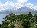Insel Akdamar Աղթամար, armenische Kirche zum Heiligen Kreuz Սուրբ խաչ (um 920) (39526214905).jpg