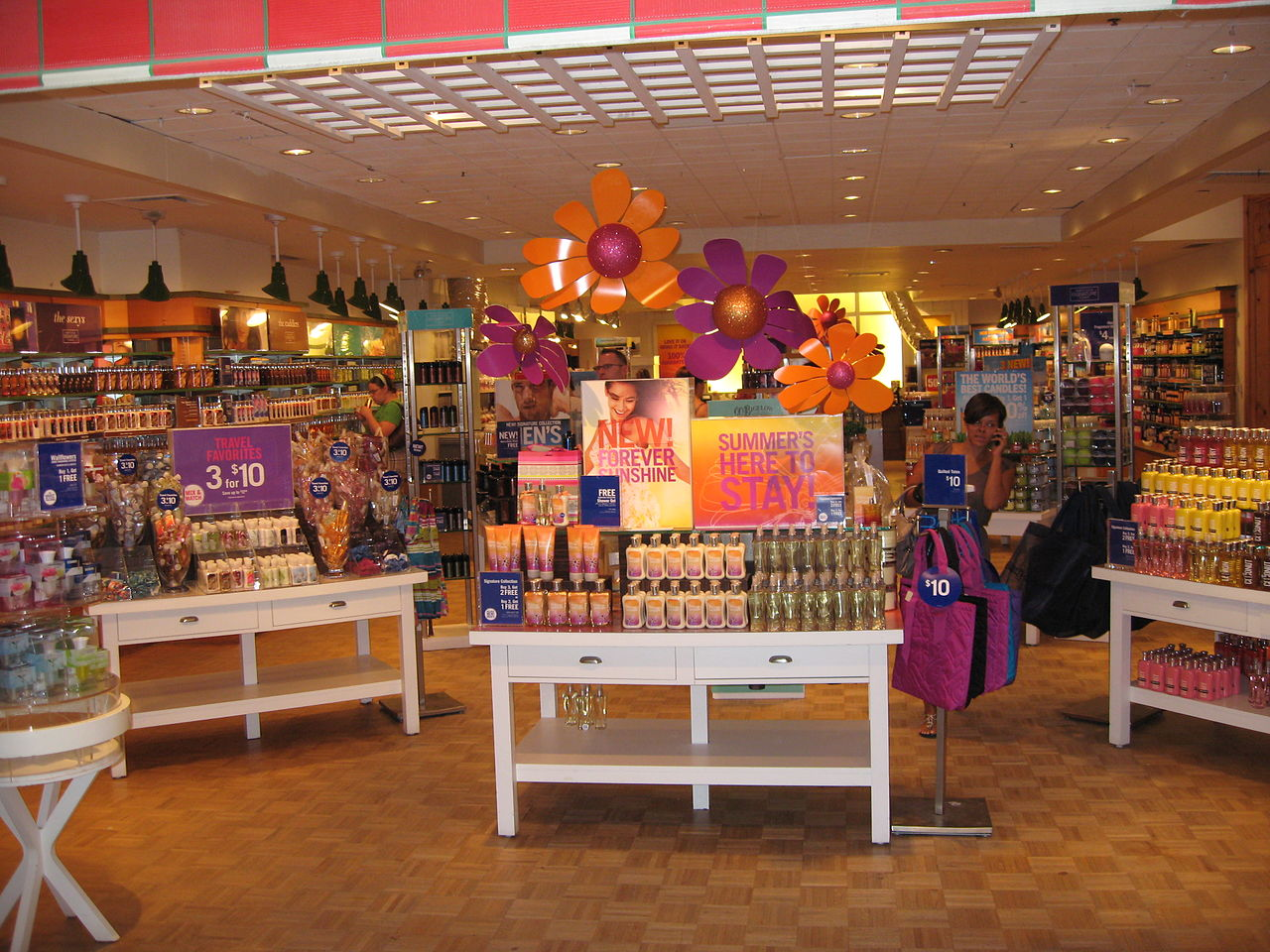 File inside bath and body works jpg wikimedia commons for Bathroom body works