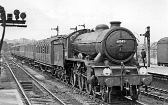 Ipswich railway station - Ipswich station in 1951, with a Liverpool Street express arriving behind a B17 class locomotive