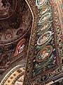 Italie, Ravenne, basilique San Vitale, mosaïque de l'intrados du grand arc montrant des médaillons d'apôtres et de saints (48087125507).jpg