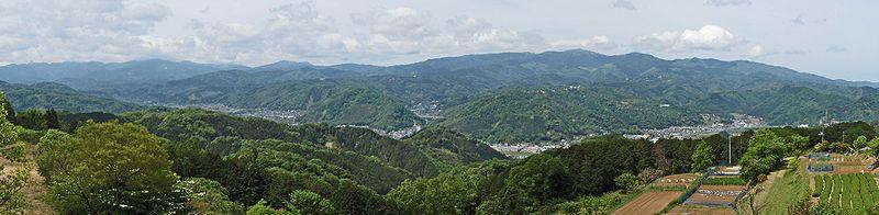 伊豆市北部から西を望む。右の ...