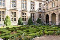 Jardin du musée Carnavalet 2.jpg