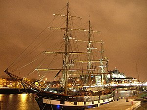 Ship Jeanie Johnston, moored off Custom House ...