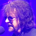 Jeff Lynne April 2016 (cropped).jpeg