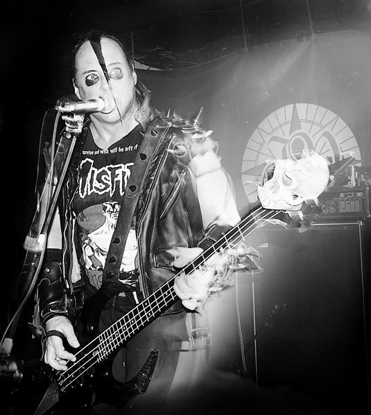 Ficheiro:Jerry Only live with the Misifts, Sala Copernico, Madrid, 2008-04-23.jpg