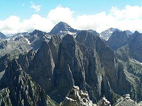 Jezerski Vrh (2694) sa Karanfila (2480).jpg