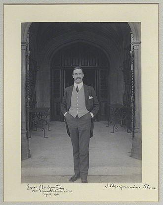 Josiah Wedgwood, 1st Baron Wedgwood - Wedgwood outside parliament in 1911