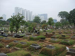 Karet Bivak Cemetery - Several graves in Karet Bivak