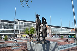 Graziella Curreli - Kenau-Ripperda monument, view towards the Haarlem Railway Station
