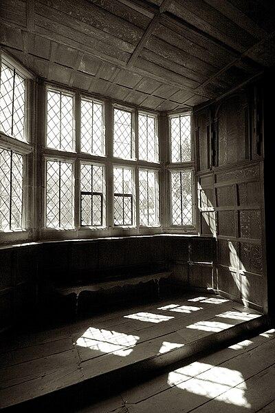 File:Kenilworth Castle window in Leicester's gatehouse.jpg