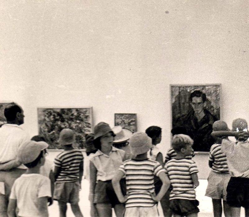 Kibbutz children at Ein Harod Museum exhibition in 1950s