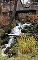 Kleiner Wasserfall zum Flutgraben in Erfurt in der Parkanlage am Löberwallgraben.jpg