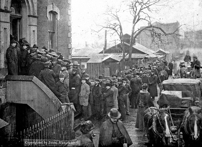 Klondikers buying miner%27s licenses at Custom House, Victoria, B C, Feb 21, 1898 (HS85-10-9774) (cropped).jpg