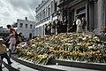 Koninginnedag 1979, defile Soestdijk bloemen op bordes, Bestanddeelnr 253-8092.jpg