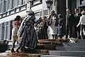 Koninginnedag 1979, defile Soestdijk bordes, vrouwen in Surinaamse klederdracht, Bestanddeelnr 253-8091.jpg