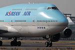 Korean Air B747-400(HL7493) (8357077619).jpg