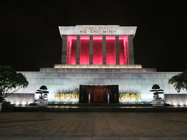 Mausolée d'Ho Chi Minh à Hanoi de nuit - Photo de Hoangvantoanajc