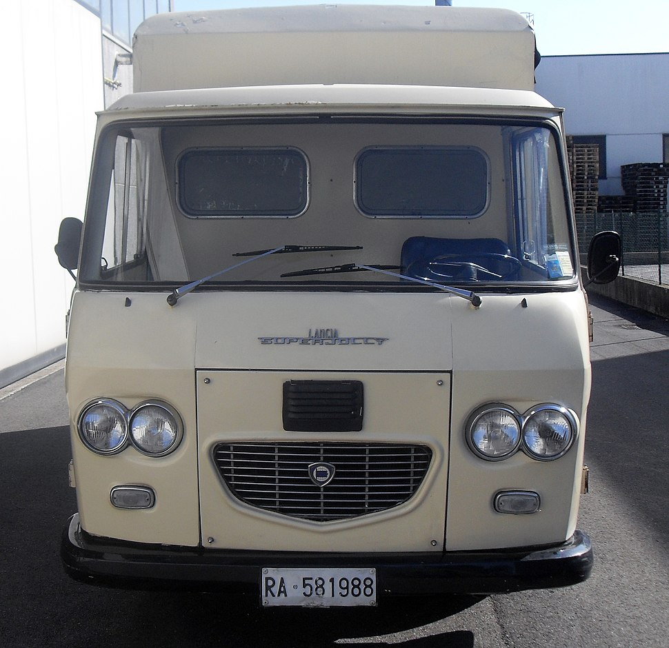 Lancia Superjolly front