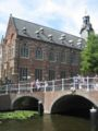 Leiden - Academia + Rapenburg 20060715.jpg