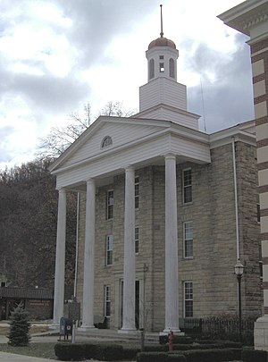 Lewis County courthouse in Vanceburg