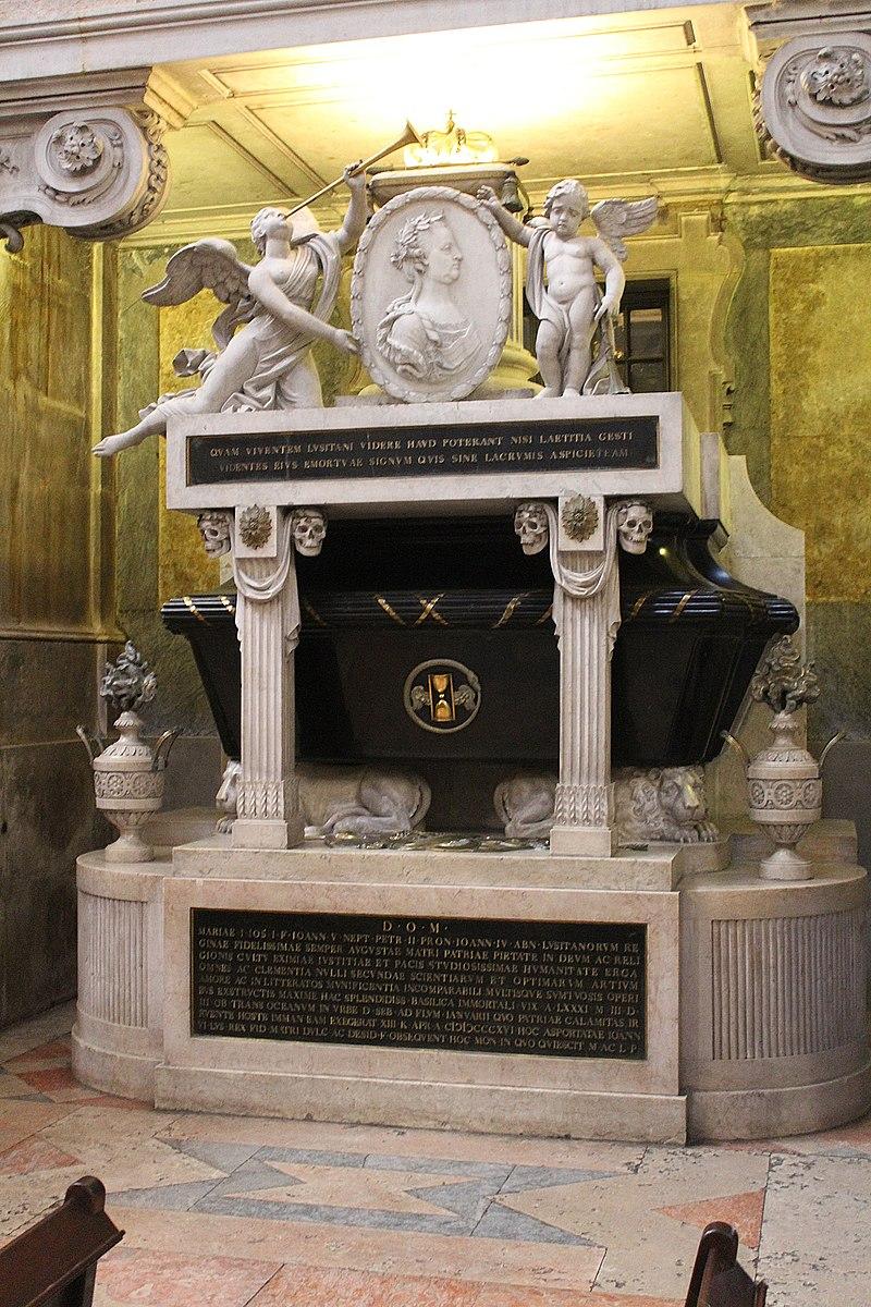 Lissabon, Basílica da Estrela, Sarkophag für Maria I von Portugal.JPG