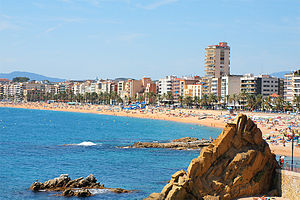 English: A view of main beach in Lloret de Mar