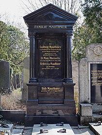 Ludwig Mauthner grave, Vienna, 2017.jpg
