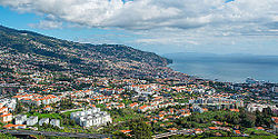 A Januay 2014 view o Funchal, the caipital ceety o the autonomous region.