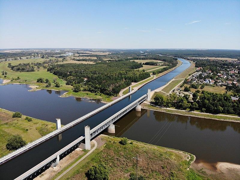 File:Magdeburg Kanalbrücke aerial view 13.jpg