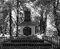 Malostransky hrbitov pomnik.jpg