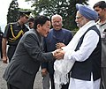 Manmohan Singh being welcomed by the Chief Minister of Sikkim, Shri Pawan Kumar Chamling, on his arrival, at Gangtok, Sikkim on September 29, 2011. The Governor of Sikkim, Shri B.P. Singh is also seen.jpg