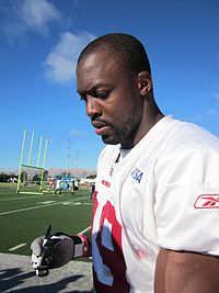 Manny Lawson at 49ers training camp 2010-08-11 1.JPG