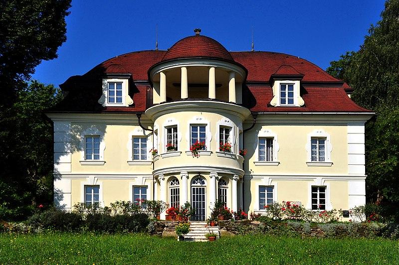 Datei:Maria Saal Schloss Lind 02082009 31.jpg