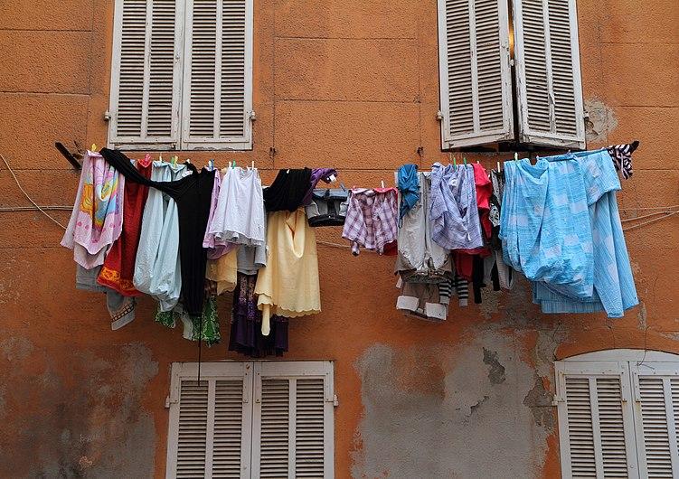 Marseille Panier Drying Laundry.jpg
