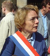 Martine Billard ceinte de son écharpe tricolore