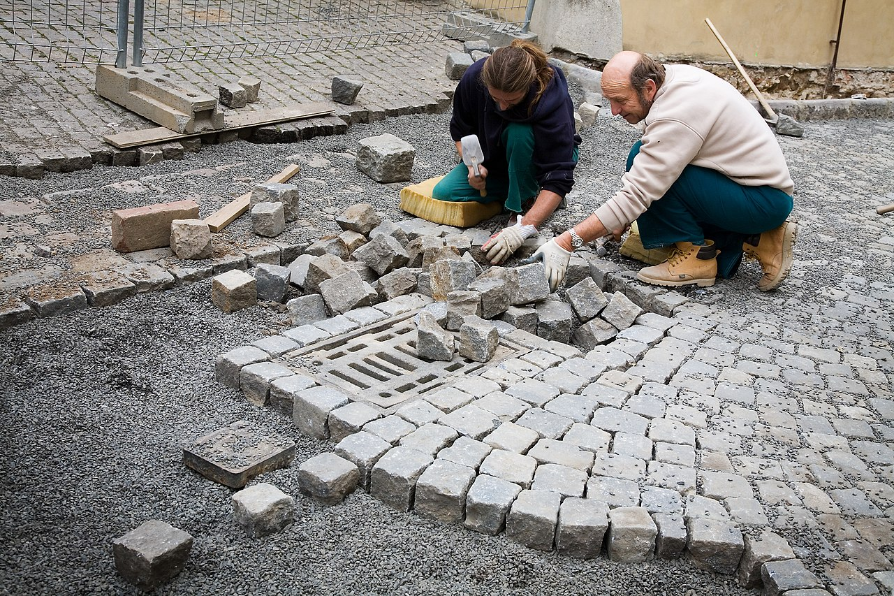 File Masons Laying Cobblestones In The Street Prague