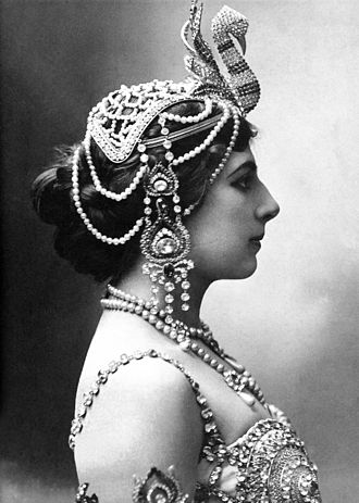 Mata Hari - In 1910 wearing head jewellery