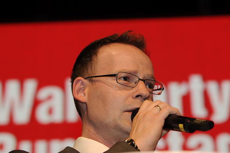File:Matthias Höhn Die Linke Wahlparty 2013 (DerHexer) 04.jpg