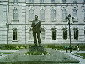 Maurice Duplessis - Maurice Duplessis sculpture beside Parliament Building (Quebec)