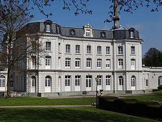 Compagnie des mines de Béthune - Château Mercier, residence of the director-general of the company. The building was damaged by shellfire during World War I, restored after the war.