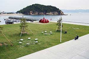 Yayoi Kusama - Red Pumpkin (2006), Naoshima