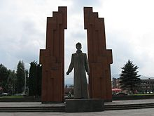 Monument to Stepan Shahumyan.jpg